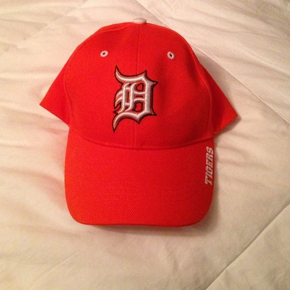 NWT Detroit Tigers MLB baseball adjustable hat cap Detroit Tigers adjustable hat ⚾️ Color orange. Never worn. Accessories Hats