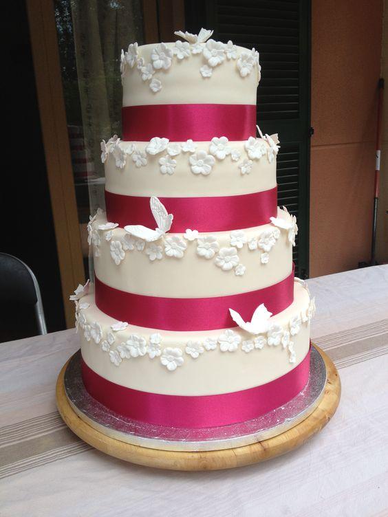 Tarta Blanco roto y fucsia con mariposas de boda. Weeding cake.