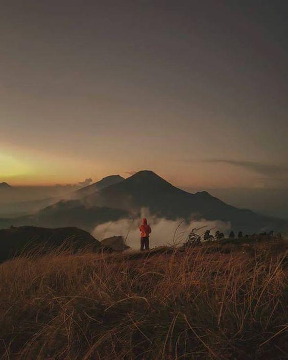 Saat Yang Paling Tepat Untuk Mengunjungi Gunung Prau Dieng Adalah Pada Saat Musim Kemarau Dan Sebaiknya Apabila Berencana I Fotografi Alam Pemandangan Mendaki