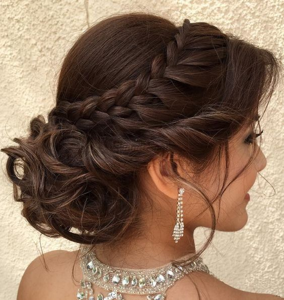 Best 31 Braided Bun Hairstyles For Brides To Be In 2020 Quince Hairstyles Hair Styles Braided Bun Hairstyles