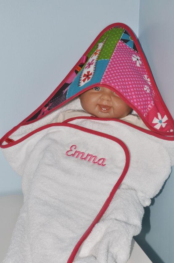 cadeau naissance:sortie/cape de bain personnalisée brodée au prénom de bébé coffret : Puériculture par lbm-creation