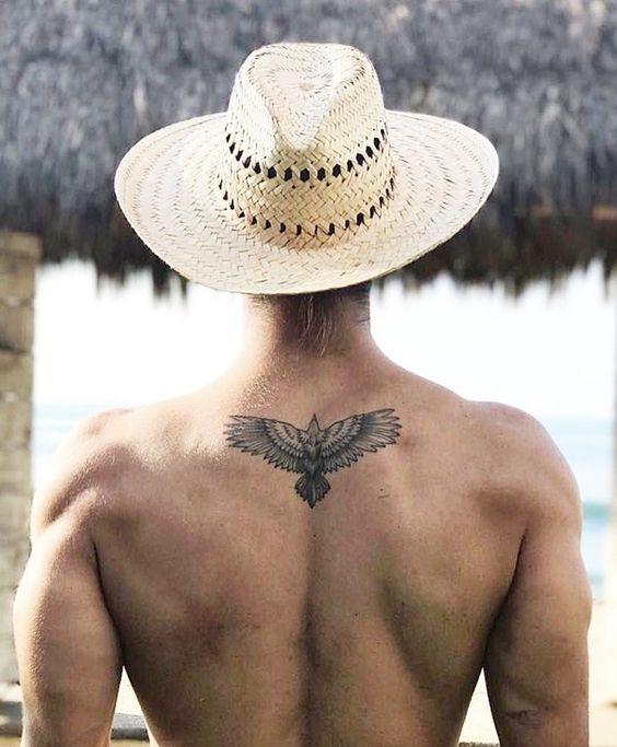 37+ Tatouage haut du dos homme trends