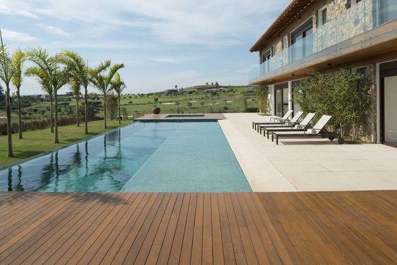 Casa no interior tem espaço de sobra para reunir toda a família no fim de semana - Vida & Estilo - Estadão