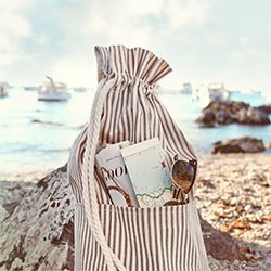 25 Easy Summer Sewing Project tutorials, including this sweet beach bag (via A Field Journal)