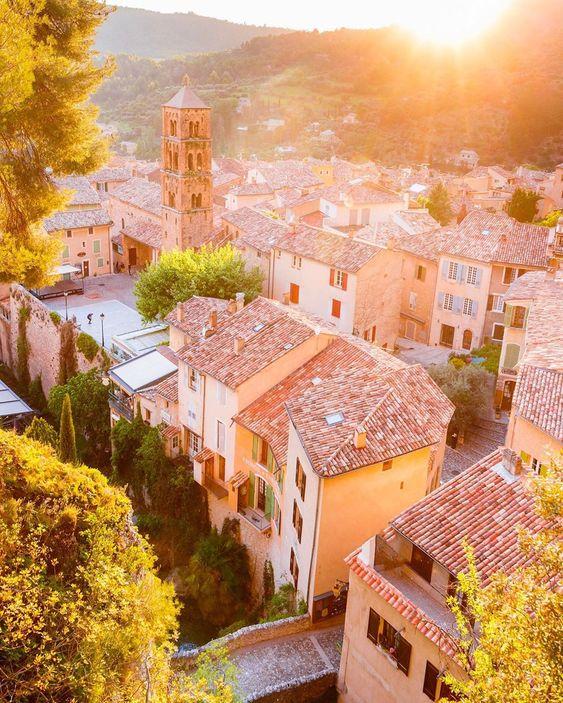 Moustiers-Sainte-Marie with Loïc Lagarde, adventuretravel, places and worldtraveller