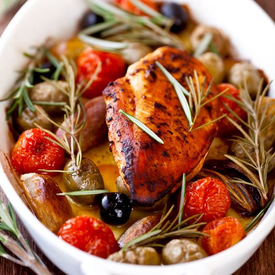 Zitronen Oliven Hähnchen  Hähnchen mediterran. Zartes Hähnchenbrustfilet umgeben von den Aromen des Südens.   http://einfach-schnell-gesund-kochen.de/zitronen-oliven-haehnchen/