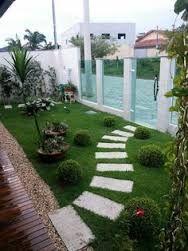 Resultado de imagem para casas com jardins grandes na frente