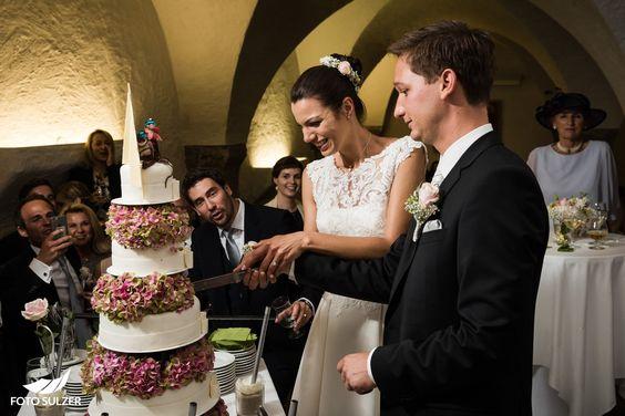 Hochzeit Salzburg Alte Residenz Anschneiden der Hochzeitstorte