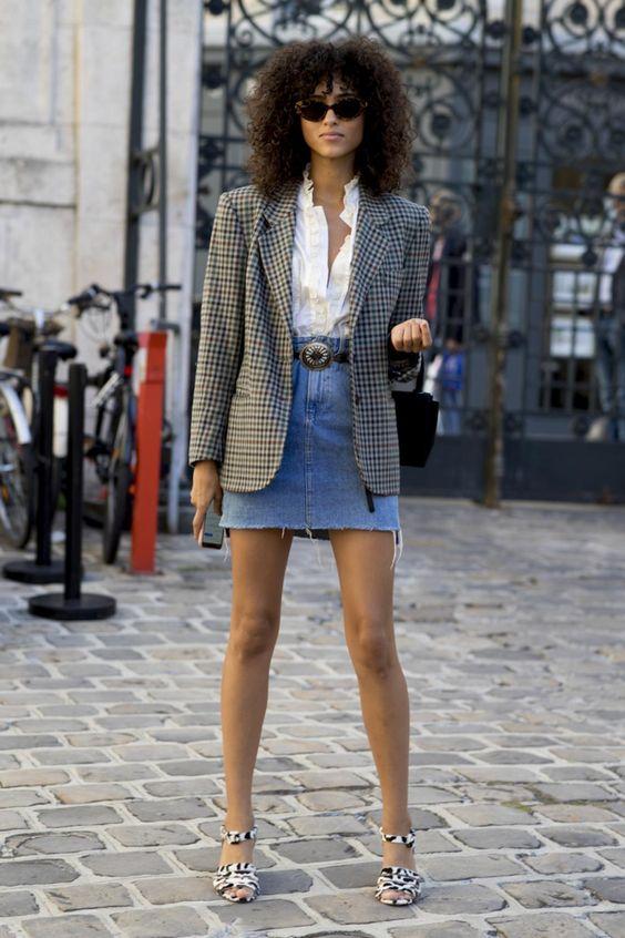 Looks de entretiempo que te salvarán de cualquier fracaso estilístico - mini falda denim y chaqueta de cuadros