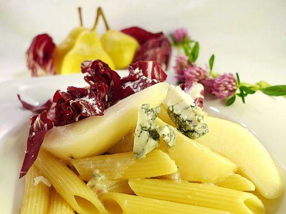 Schon seit 2010 in meinem Blog. Aber immer wieder extrem lecker. Und deshalb heute wieder mal auf dem Tisch: Pasta mit Birnen und Radicchio  https://aus-meinem-kochtopf.de/pasta-mit-birnen-und-radicchio/