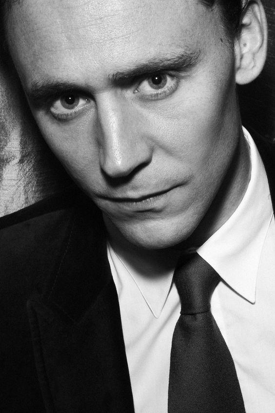 My man, Tom Hiddleston o dios mio esa mirada es imposible no derrestirse ante ella