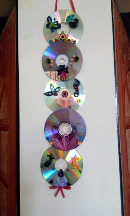 Diy wall hanging ftom waste cd and paper quilling home for Waste paper wall hanging