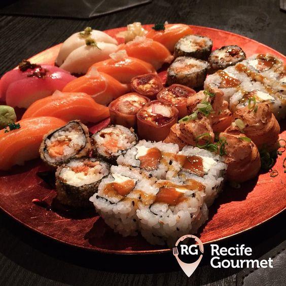 Que tal um sushizinho nessa noite de sexta? A dica então é conhecer o novo rodízio do @nikkeyfusion! São várias opções no cardápio: entradinhas sunomonos niguiris sashimis pratos quentes roll's temakis cariocas sushis doces além dos maravilhosos sushis especiais como o Joy joy Sakê ebi nikkey joy fusion e kapa joy! Tudo isso por apenas R$4990 !! #partiu sushi? Nikkey Fusion Av. Conselheiro Aguiar 666 - Pina Rodízio: Todos os dias a partir das 18h (81) 3125-0068 http://bit.ly/1OjI5Ng #nikkey…