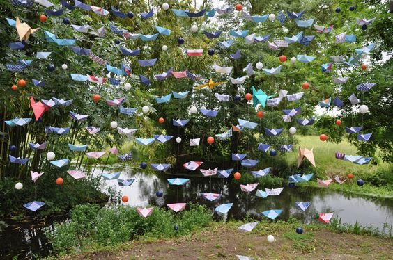 #Origami#Wedding Réalisation en Origami de petit bateau et oiseau pour la décoration de l'autel.