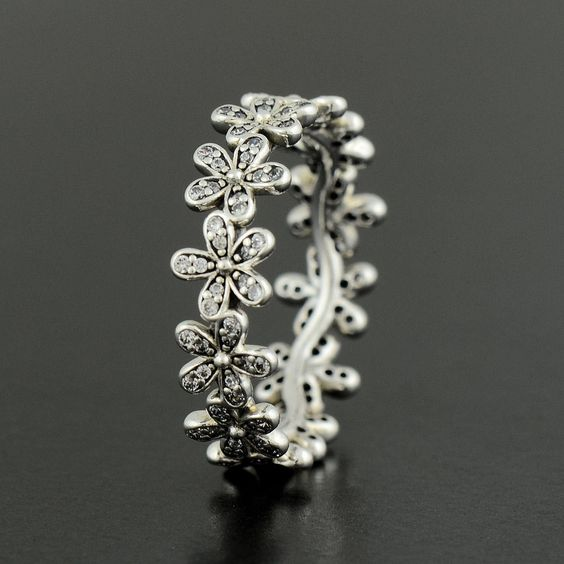 Pandora Dazzling Daisy Meadow Ring - oooh wonder if Father Christmas would get me this to ho with the earrings?!?!
