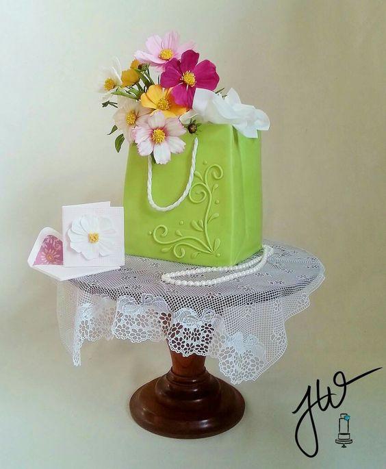 Tüte mit Blumen und Tischdecke!