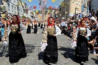 mordomas, Romaria de Nossa Senhora da Agonia (Festival of Our Lady in Sorrow), Viana do Castelo, Porto e Norte de Portugal, Portugal http://cdn.controlinveste.pt/storage/JN/2013/mobile/ng2710653.jpg