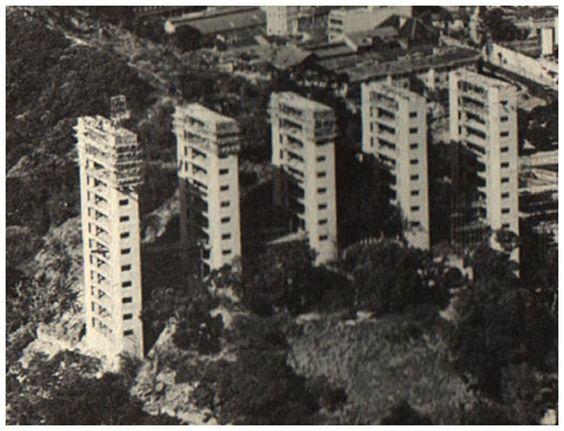 Condomínio Casa Alta em Botafogo que fica atrás da Sinagoga da ARI. Os prédios foram projetados pelo Sérgio Bernardes. Foto da construção em 1967.