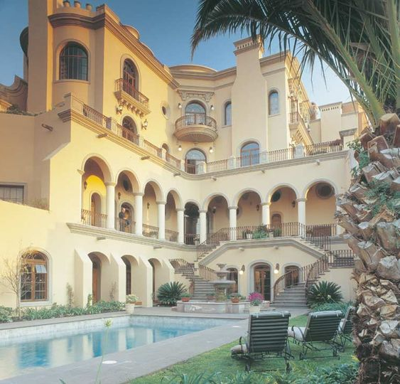 Casa cari o a 19 000 square foot mansion in mexico for Beautiful rich houses