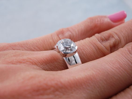 Sell Your Wedding Ring at Exclusive Wedding Decoration and Wedding