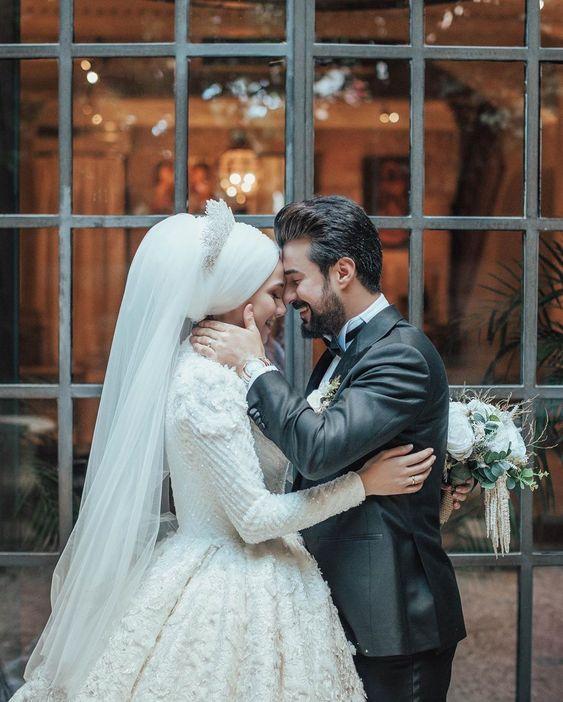 صور عروسة عرسان صورة عروسة بالحجاب صور لفة طرحة عروسة احلى عروسة عريس وعروسة افكار افراح تحفة ص Gelin Fotografciligi Dugun Gelin Gelin Pozlari