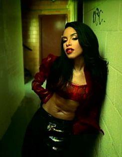 Aaliyah i wanna taste her love hmm good to the last drop!!