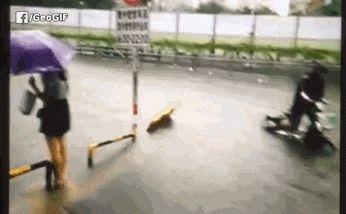 Trottoir par temps de pluie