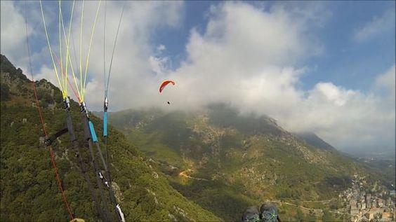 Vol en parapente de Cervione Haute Corse à la plage Agua Nera avec des membres…