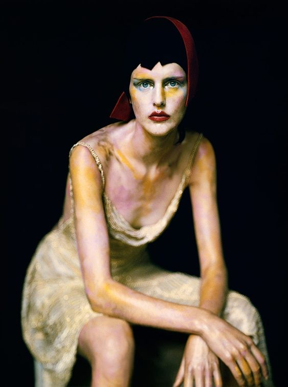 Vogue: like a Painting - at Museu Thyssen-Bornemisza - Madrid.  Stella photographed by Paolo Roversi.