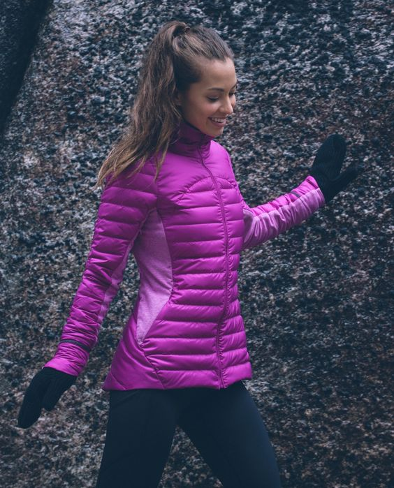 We designed this cozy run jacket to give us the warmth of a puffy