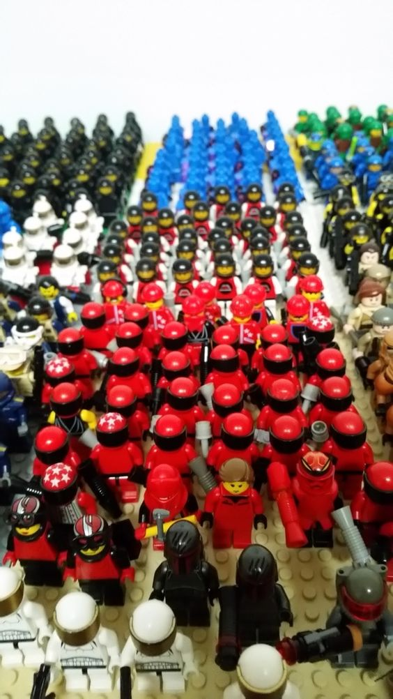 The Armoury: Minifig Madness - Cast of a thousand shitlords, by Kastrenzo