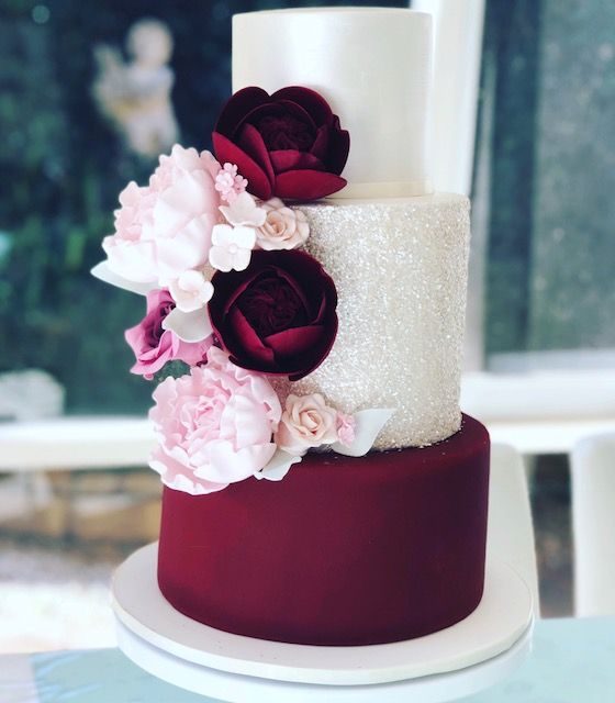 Burgundy And White Wedding Cake With Blush Flowers Made With Satin Ice Priscilla S Cakes Burgundy Wedding Cake Blush Wedding Cakes Chocolate Wedding Cake