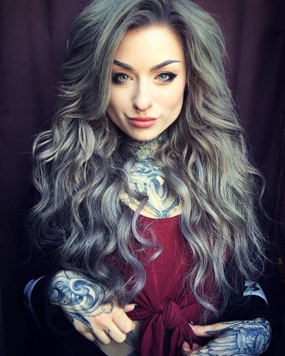She is gorgeous -Her tattoos remind me of the old looking blue and white plates. It's so pretty! ^~^