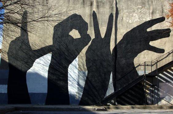 """Pour dire  """"Je T'aime"""" tous les jours qui passent, les ombres chinoises font le mur ! / Street art. / By Bosa."""