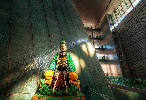 A photo of a painting always falls flat, but a photo of a statue can be interesting. The #emperor in the Capital Museum in #Beijing. from #treyratcliff at http://www.StuckInCustoms.com - all images Creative Commons Noncommercial