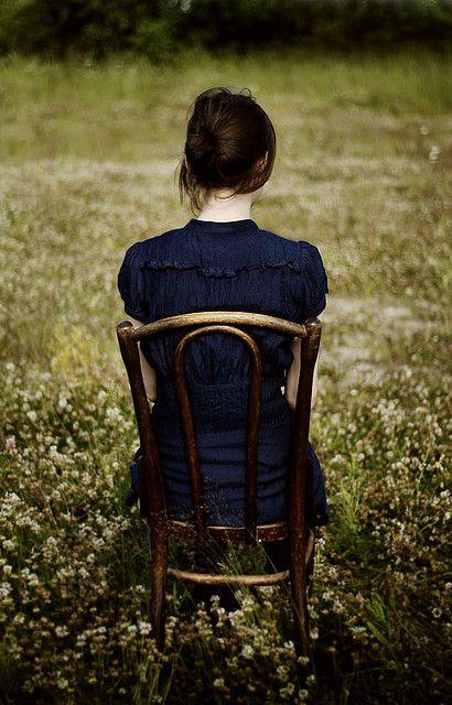 Solidão não é a falta de gente para, conversar, passear, namorar ou fazer sexo; Isto é carência. Solidão não é o sentimento que experimentamos pela ausência de entes queridos que não podem mais voltar; Isto é saudades. Solidão não é o retiro voluntário que a gente se impõe as vezes para realinhar os pensamentos; Isto é equilíbrio. Tampouco é o claustro involuntário que o destino nos impõe compulsoriamente, para que revejamos a nossa vida; Isto é um princípio da natureza. . ... Chico Xavier