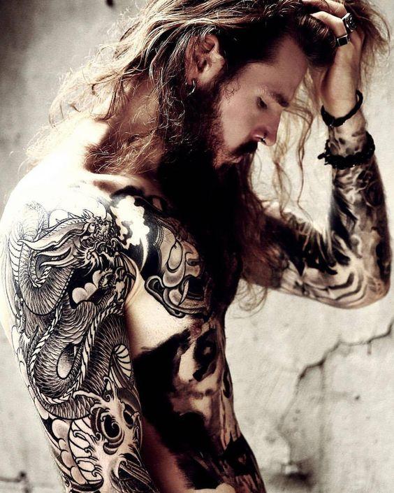 Kevin Creekman es en la actualidad, uno de los modelos más codiciados por los fotógrafos y marcas de moda, pero su actual look tatuado no es solo el resultado de un fan por los tatuajes o un intent… #birthmarkmade