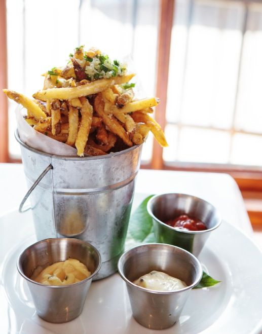 Bar food fries bar fryer express for Food bar in restaurant