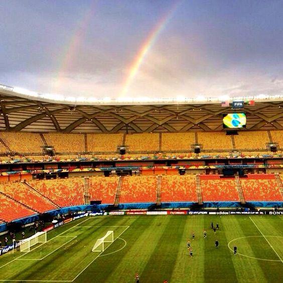 Manaus sempre surpreendendo. Na tarde de hoje, 21, a seleção norte-americana foi recebida assim: com dois arco-íris durante o treino.