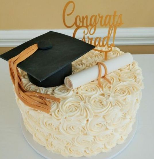 10 Graduation Cakes To Help You Celebrate The Big Day In The Yummiest Way Society19 Graduation Party Cake Graduation Cakes Simple Graduation Cakes
