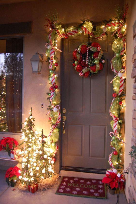 Decorar La Entrada De Tu Casa Para Estas Navidades Led Navidenas Flores Letra Front Door Christmas Decorations Christmas Door Decorations Outdoor Christmas