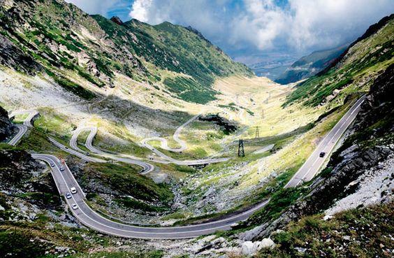 Transfagarasan, Rumanía. Esta carretera tiene 90 kilómetros y hace el recorrido de Transilvania a Valaquia, atravesando las Montañas Fagaras.