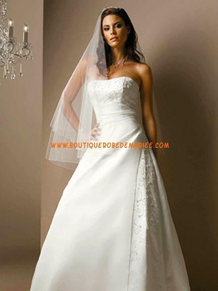 Robe de mariée bustier lacets broderies avec traîne