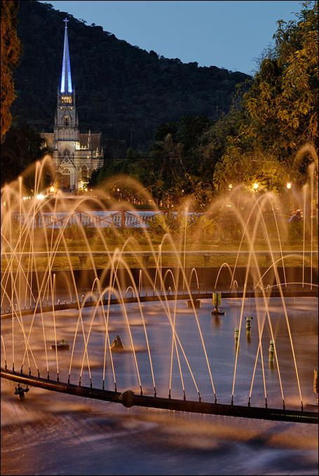 Chafariz da Praça da Liberdade...: Photo by Photographer Flávio Varricchio - photo.net