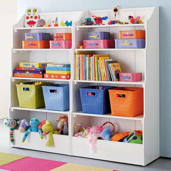 I wish we could have kept our shelves like this :( Kids climbed all over em.
