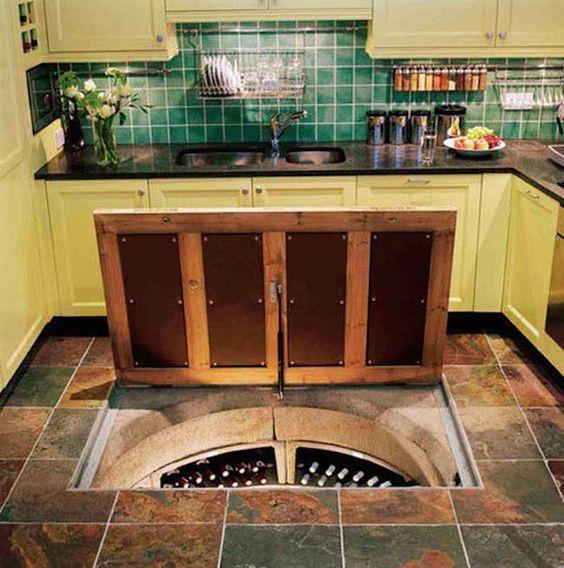 cocina con boveda de vinos en el suelo