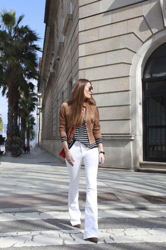 Calça branca, t-shirt listrada e jaqueta de couro: look lindo, amei!: