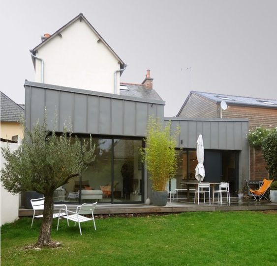 Extension en zinc briand renault architectes for Extension maison plan