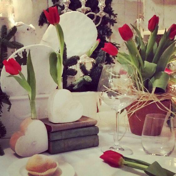 Tulipano Rosso per il tuo matrimonio. Red tulip centerpiece  #weddings #tulip #red #events #eventplanner #bride #ceremony #chicwedding #flower #trattidamore #trattidamorepremiere