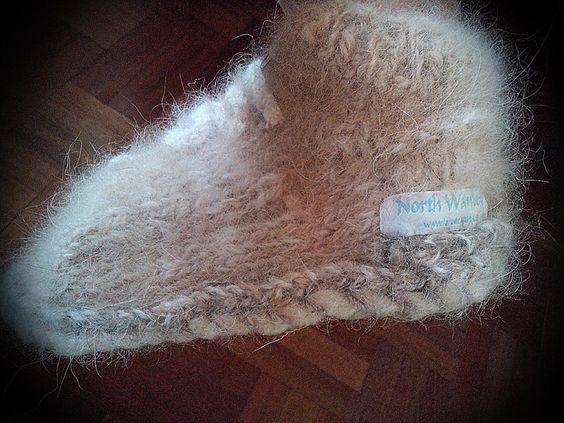 "Zapatillas ""Mamá"" de lana de collie. Suela de fieltro de lana de merino. Precio 75€."